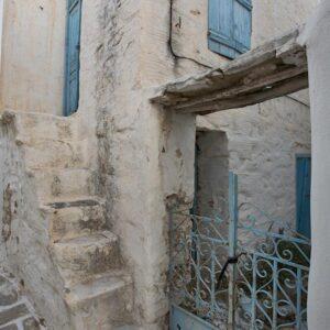Εξωτερικές σκάλες: Οι διαστάσεις τους είναι οι ελάχιστες δυνατές, ώστε να μην καταλαμβάνουν ζωτικό χώρο από τον οικισμό ή το κτίριο.