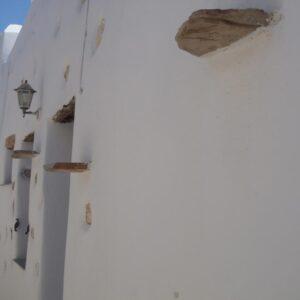 Μιντιλούνι, πλάκα που εξέχει από την τοιχοποιία και είχε τη χρήση «ραφιού».