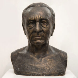 """Νικηφόρος Βρεττάκος, προτομή. Μουσείο Γλυπτικής """"Νίκος Περαντινός"""" στη Μάρπησσα."""