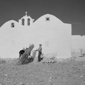 Ως αγροτική κοινωνία, οι Παριανοί τιμούσαν τη γη, τους καρπούς της και τα ζώα σε γιορτές και θρησκευτικές εκδηλώσεις.