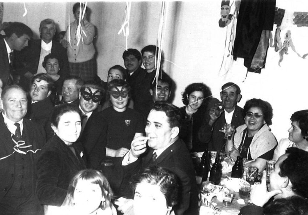 Carnival in Marpissa. The photo shows: Manolis and Spyridoula Kavalis, Grigoris Anastasiasis, Katina Alipranti Anastasiadi, Argyro Tsigonia, Dimitris and Irini Melanitis, Polyxeni and Michalis Koulambas.