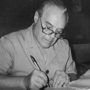 Ο Νικόλαος Περαντινός στο γραφείο του.