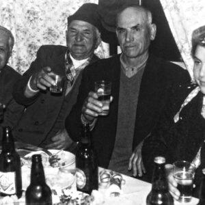 Απόκριες στη Μάρπησσα. Στη φωτογραφία διακρίνονται οι: Μανώλης Ραγκούσης, Μιλτιάδης Παντελαίος, Κωνσταντίνος Αλιπράντης, Κατίνα Αλιπράντη Αναστασιάδη.