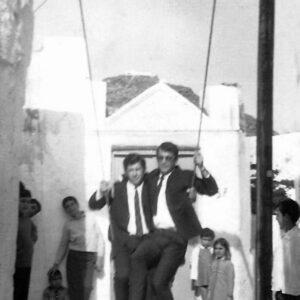 Στις κούνιες της Μάρπησσας, τέλη του 1950. Σπύρος Φωκιανός και Αναστάσιος Τρίτης.