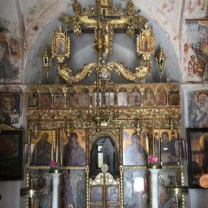 Το τέμπλο του Αγίου Αντωνίου, από τα ωραιότερα και καλύτερα διατηρημένα τέμπλα της Πάρου, χρονολογείται από το 1693.