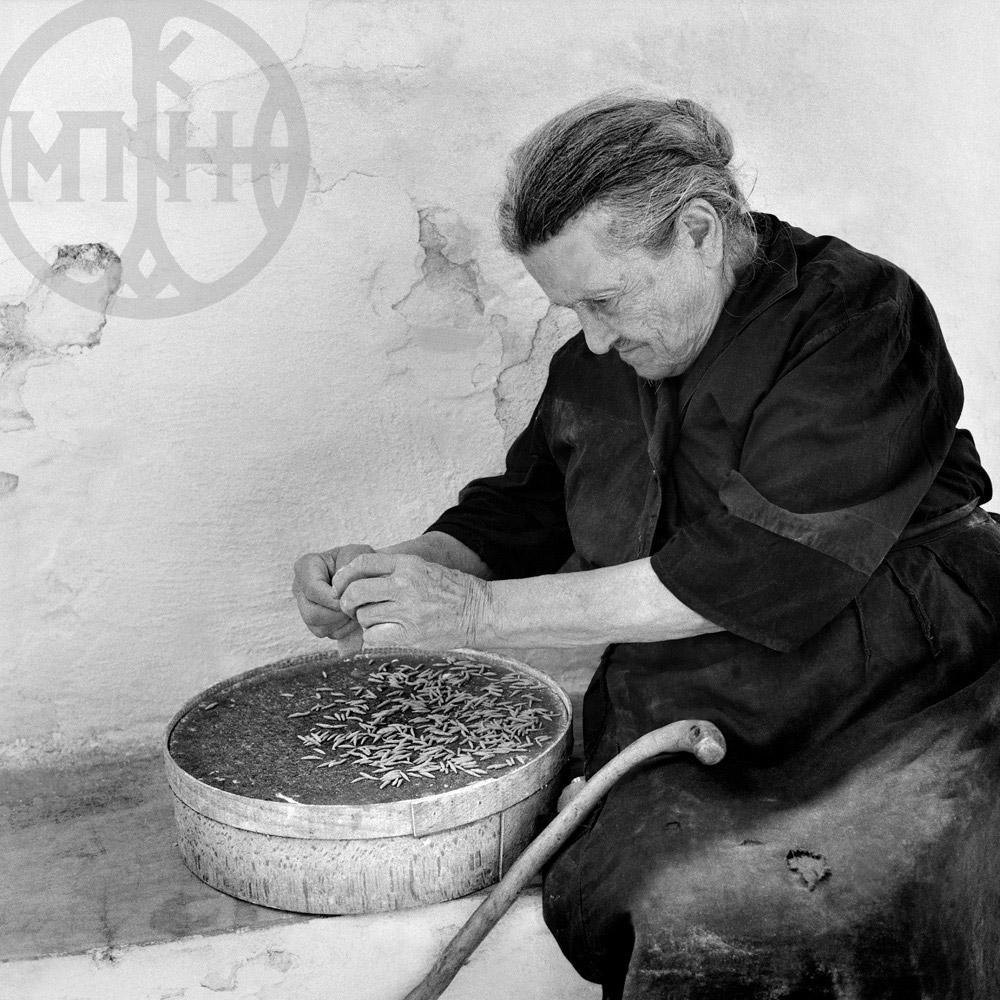 Γιαγιά φτιάχνει μιρμιτζέλι, Δρυός Πάρου 1972.